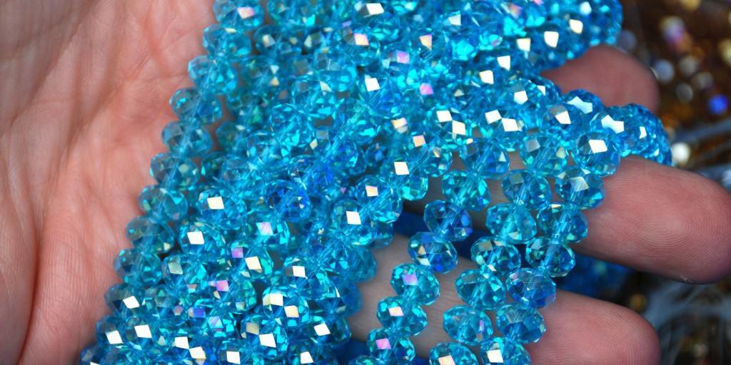 Brillierende und irisierende Glasschliffperlen