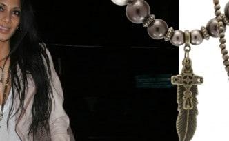 Nicole Scherzinger, Pussycat Dolls Sängerin und Solo Künstlerin zeigt sich im trendigen Outfit im Trousdale Nachtclub in L.A. Als 'must-have' Accessoire trägt sie eine lange Holzperlenkette mit Strasssteinen und Motivanhänger im Ethno-Look. © Image Bullspress