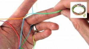 Video Anleitung Scoubidou Armband Schritt 1