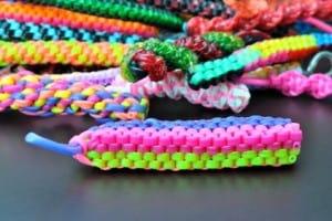 Scoubidou Armbänder