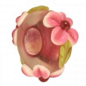 Großlochperle mit Blüten