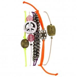 Armbänder im Hippie-Look