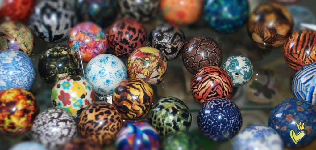 Designerperlen aus Holz von kronjuwelen.com