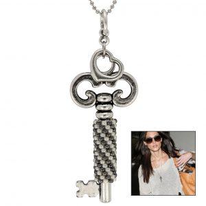Schlüsselanhänger mit in Peyote Technik gefädeltem Perlenband