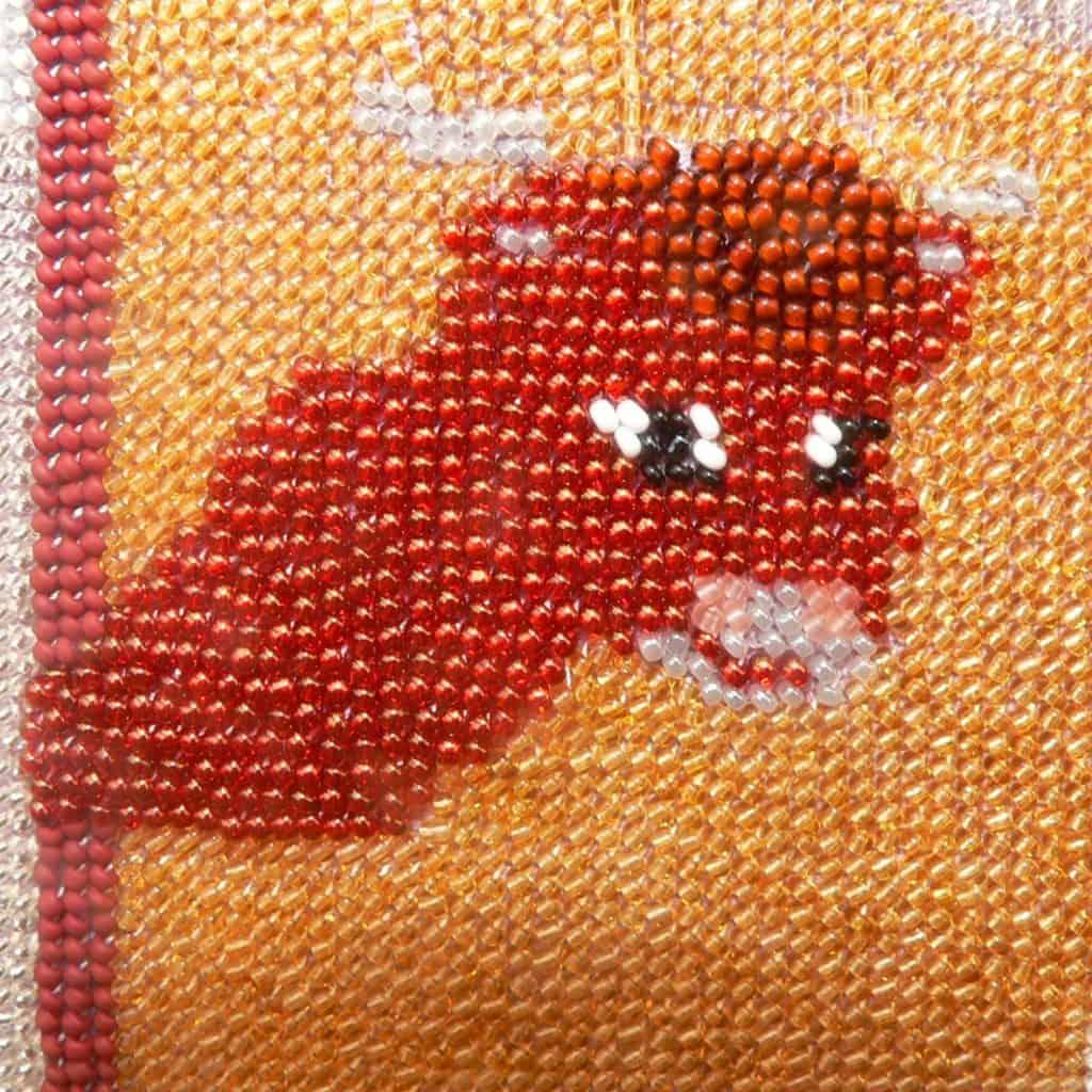 Sticken mit Rocailles, Detailfoto Stier - Ideen von kronjuwelen.com